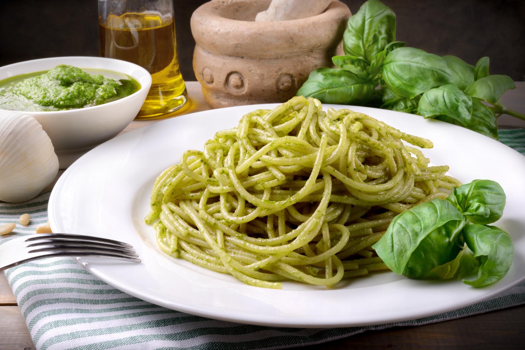 Spaghetti al pesto genovese consorzio terre di biccari